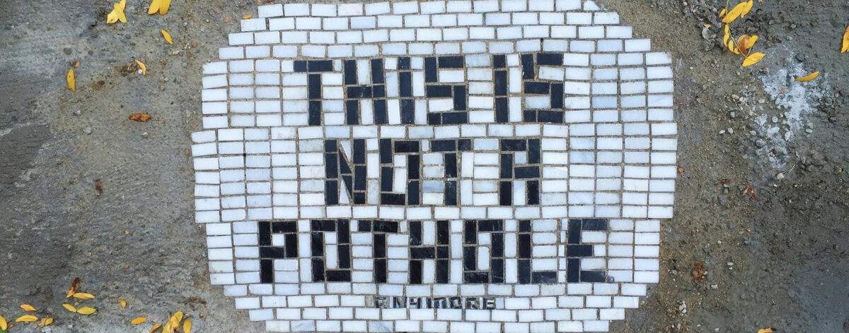Baches artísticos en las calles de Michigan