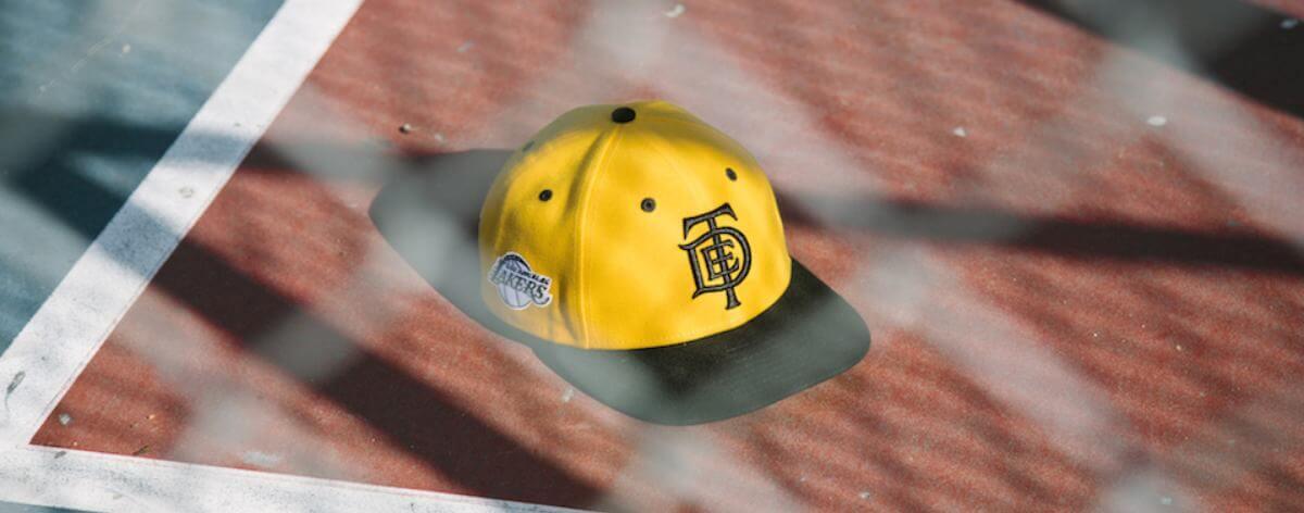 New Era lanza gorras con motivos de TDE y Los Lakers