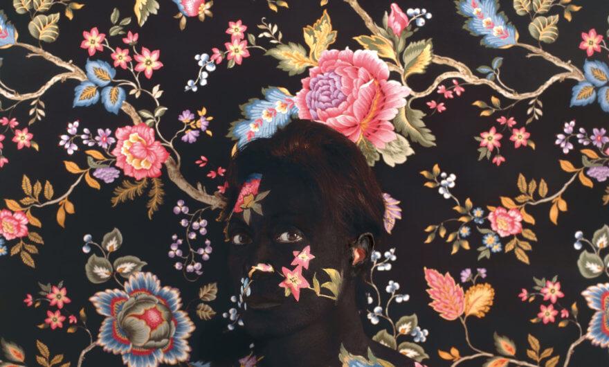 Cecilia Paredes se mimetiza en sus lienzos