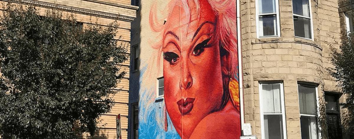 Mural de Divine en Baltimore abre debate público