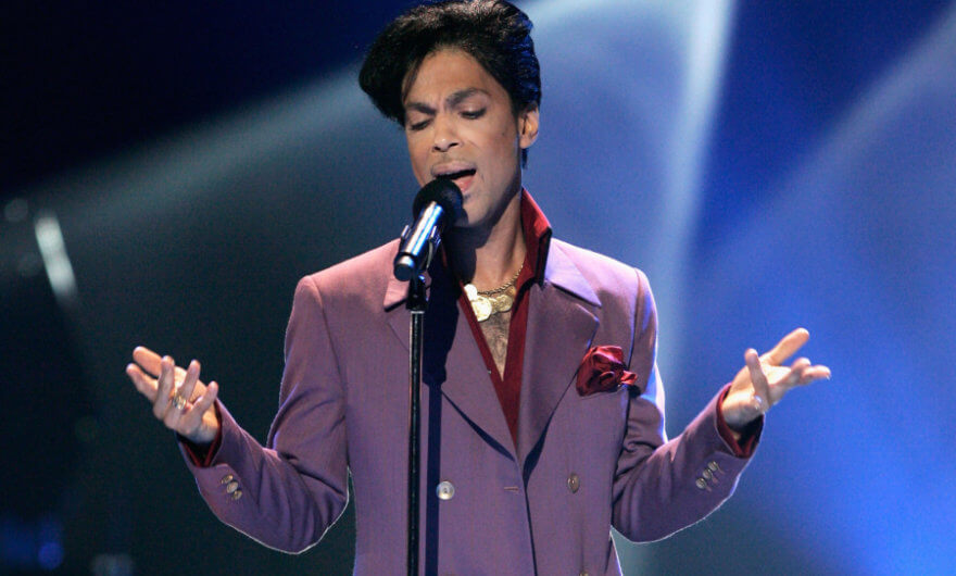 Foto de Prince cantando - Universal Studios prepara película musical de Prince
