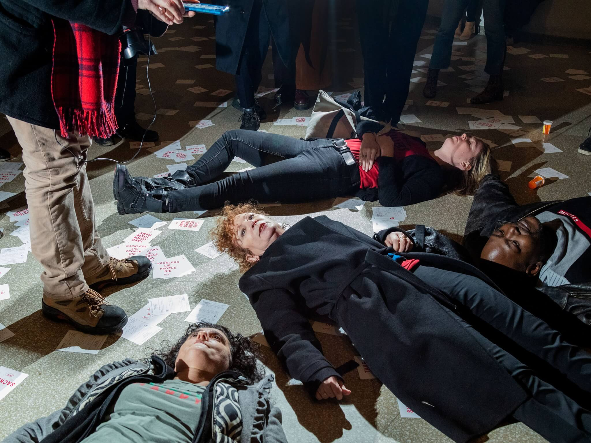 Nan Goldin lidera lucha y protesta en museo de Nueva York